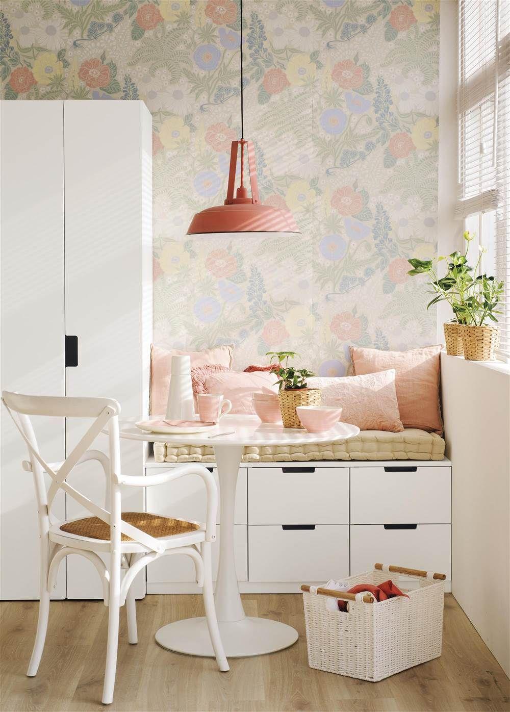 El mismo mueble, tres usos | Sillas blancas, Papel pintado y Sillas