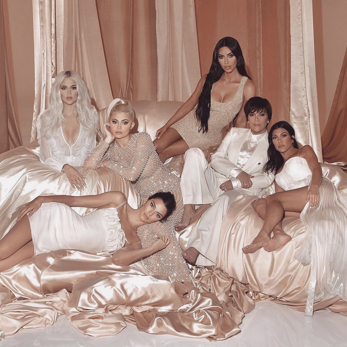 KUWTK Season 16 | Kardashian family photo, Kardashian family, Kardashian