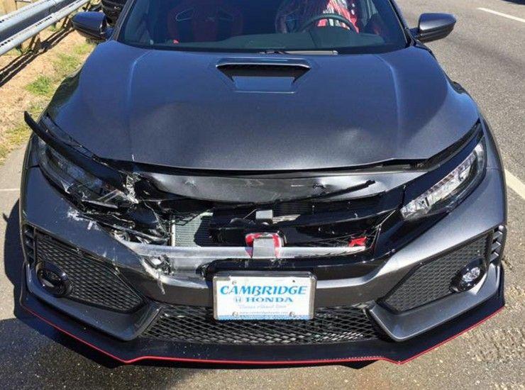 Dono bate Type R novinho ao sair da concessionária Honda