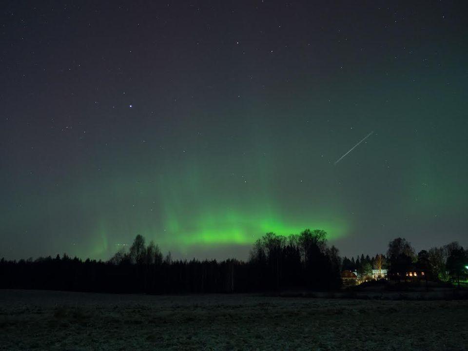 Sääkuva: Revontulia ja tähdenlento Sipoossa 14.12.2015