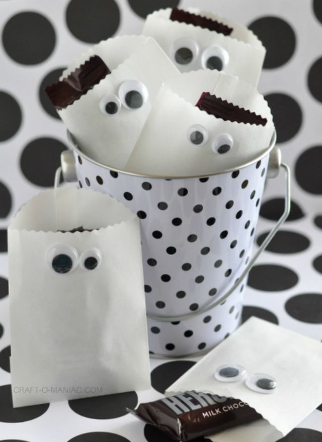 13 Spooky DIY Halloween Treat Bags Classroom treats, DIY Halloween - halloween treat bag ideas