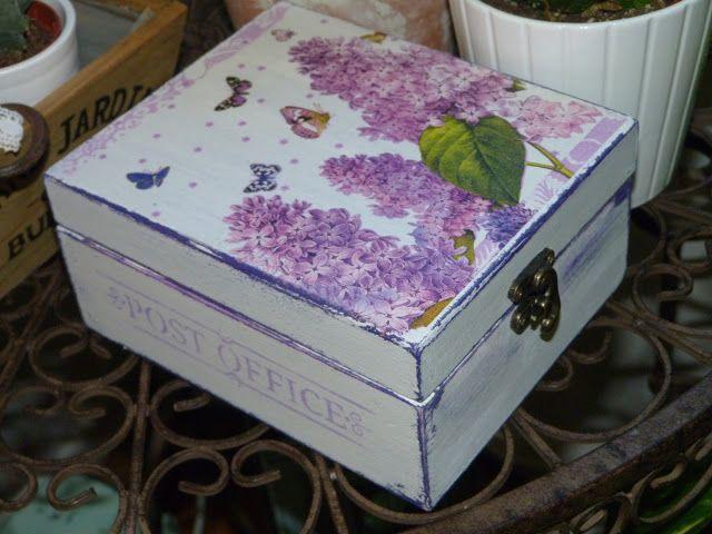 Caja de madera decorada con chalk paint decapada for Decoupage con servilletas en muebles
