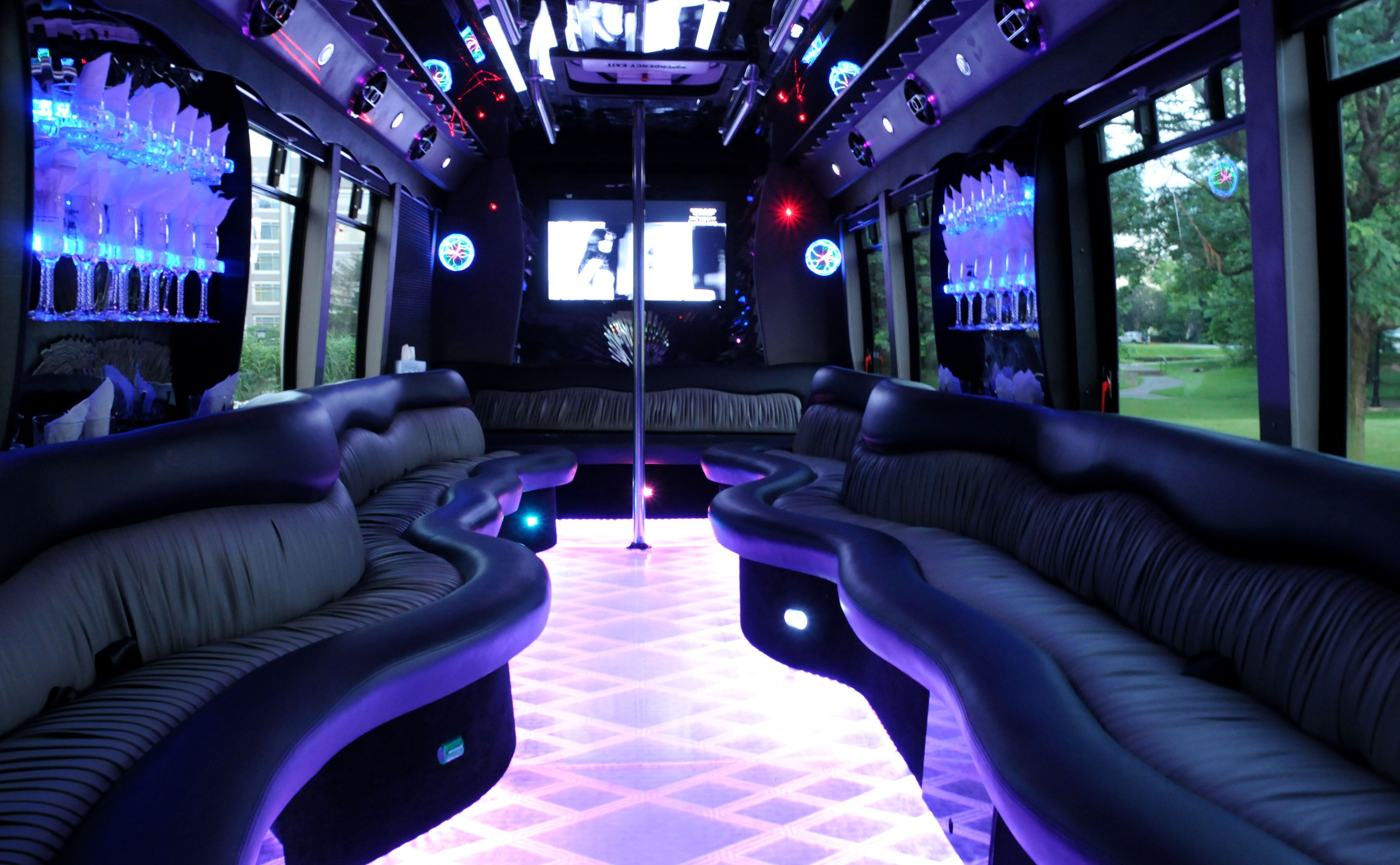 Wedding Party Bus Rental Vintage As Limousines Mais Luxuosas My Wedding Idea Party Bus Party Bus Rental Party Bus Limo