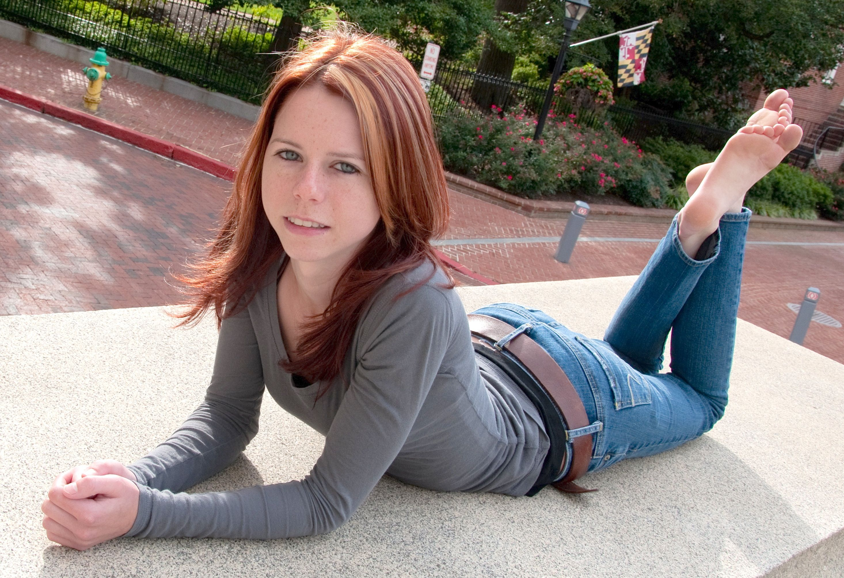 Redhead chick in foot action