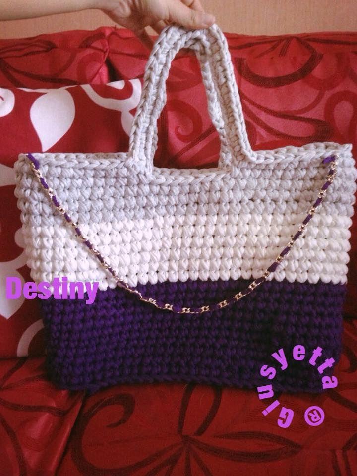 Shopper bag XXL iìrealizzata in fettuccia - Fatta a mano 100 % made in Italy - per info ordinazione e spedizione : handmadewithlove_g@outlook.com