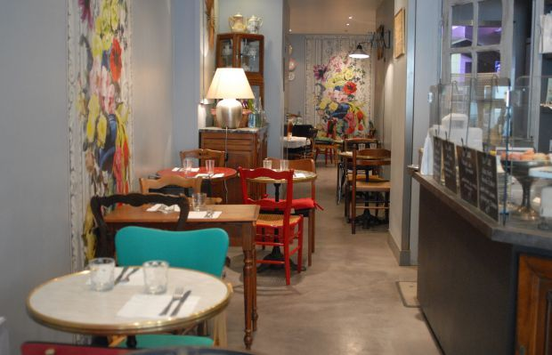 Dans le salon de th de cathy les placoteuses home decor inspiration restaurant bar et - Bar dans salon ...