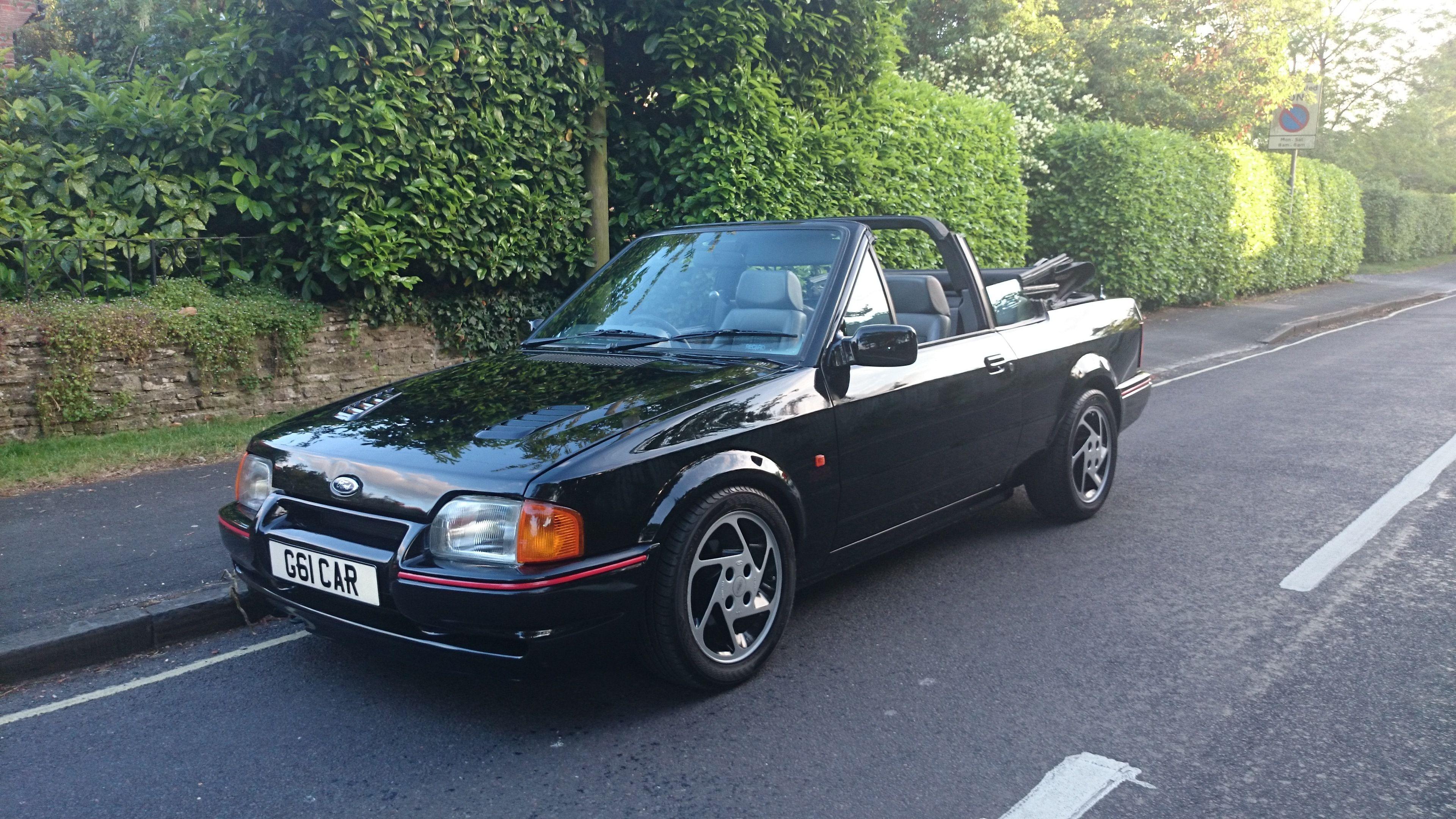 m4 4 ford escort xr3i cabriolet in black superb inside. Black Bedroom Furniture Sets. Home Design Ideas