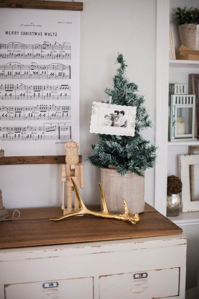 Home // Creative Ways to Display Holiday Cards | Easy budget, Card ...