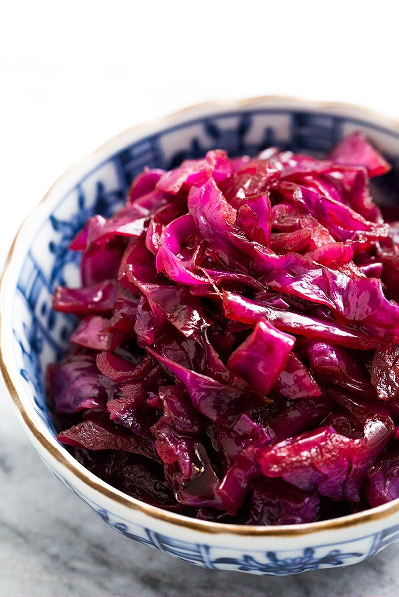 Braised Sweet and Sour Red Cabbage, German-style! Only 4 basic ingredients, so easy to make. Perfect with to serve with pork.
