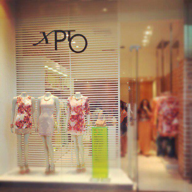 72055b7869e4 vitrine de loja feminina - Pesquisa Google | Loja | Vitrines de ...