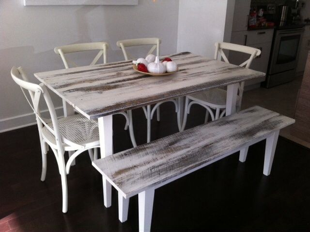 table et banc en bois de grange badigeonn s la peinture de lait blanche d coration. Black Bedroom Furniture Sets. Home Design Ideas