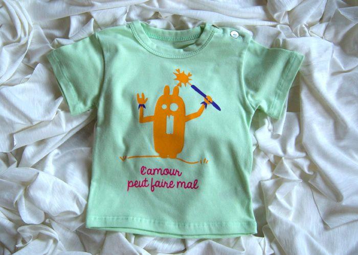 Attestato Bambini ~ T shirt verde lamour peut faire mal in cotone biologico