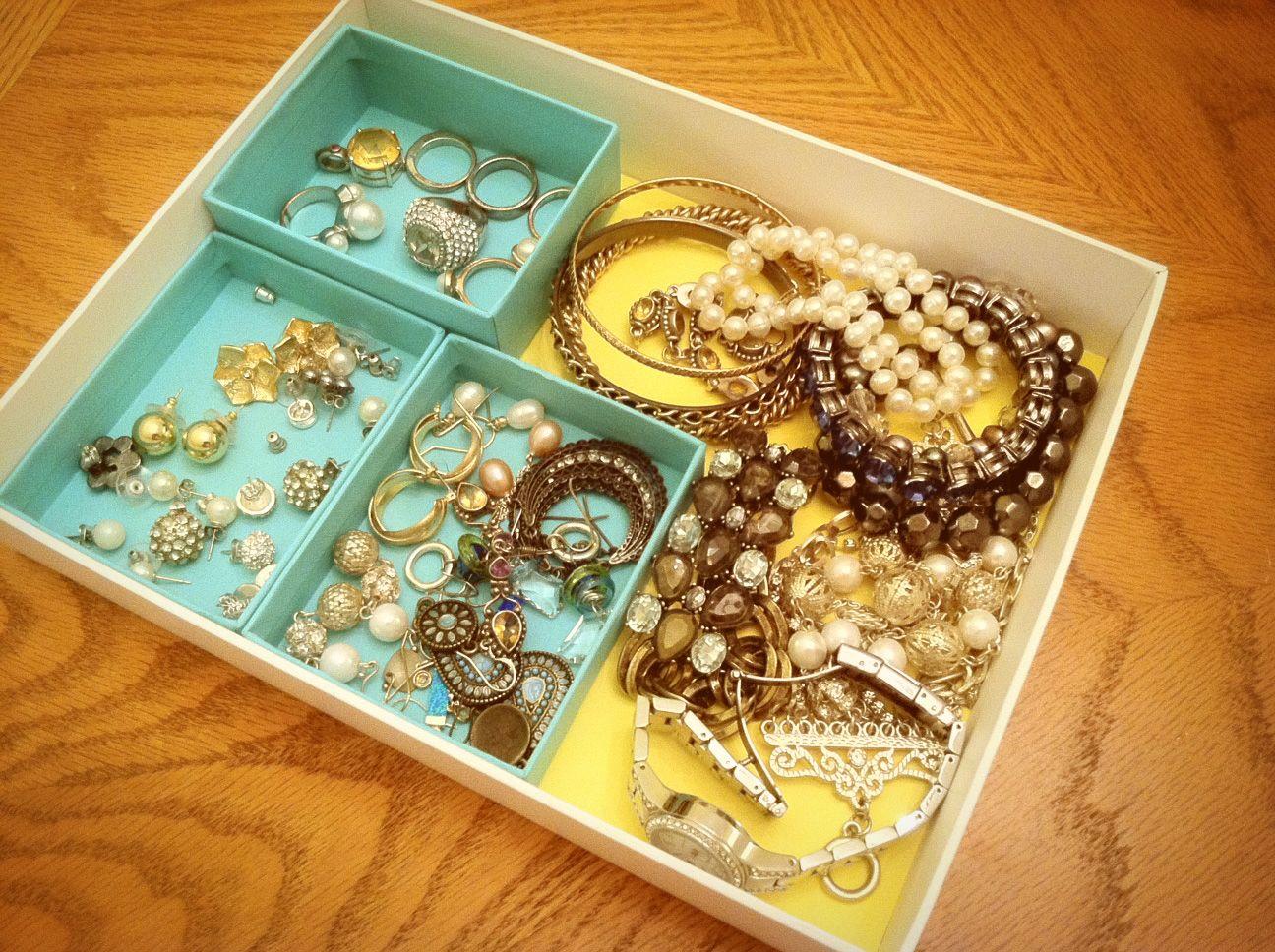 DIY jewelry organizerI used a white cardboard box put yellow