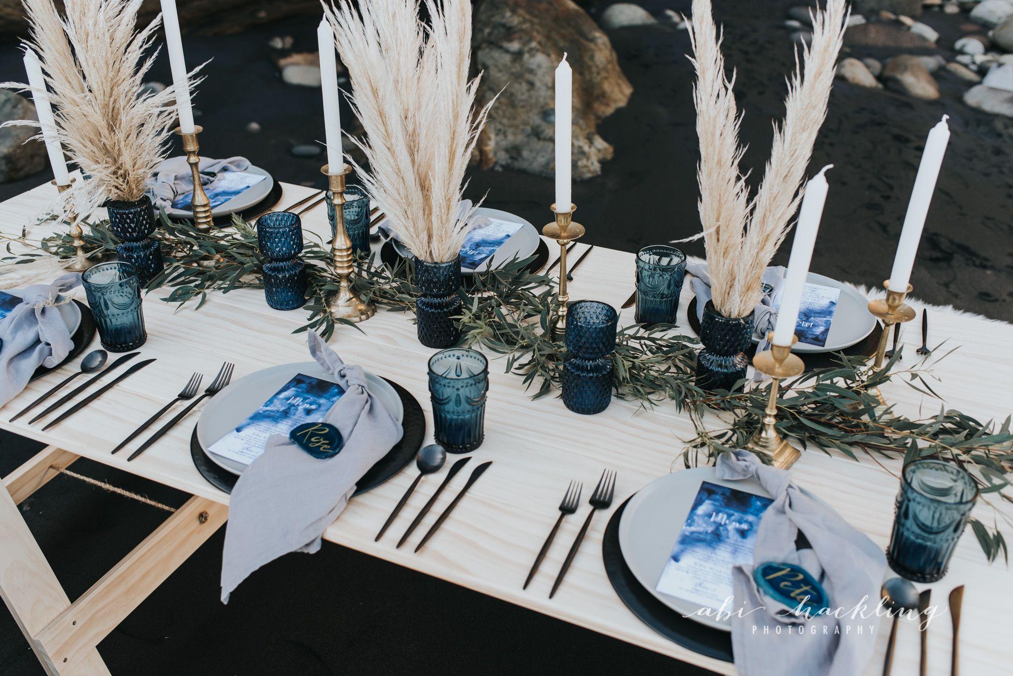 blue theme wedding reception table setting, beach theme, toi