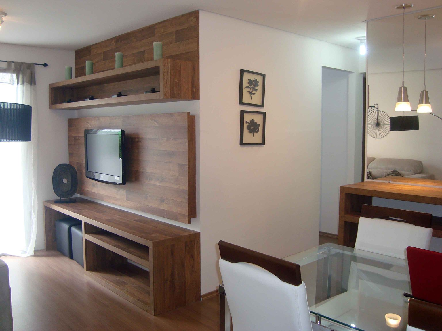 Sala de tv para apartamento pequeno 1536 1152 for Decoracion sala apartamento pequeno