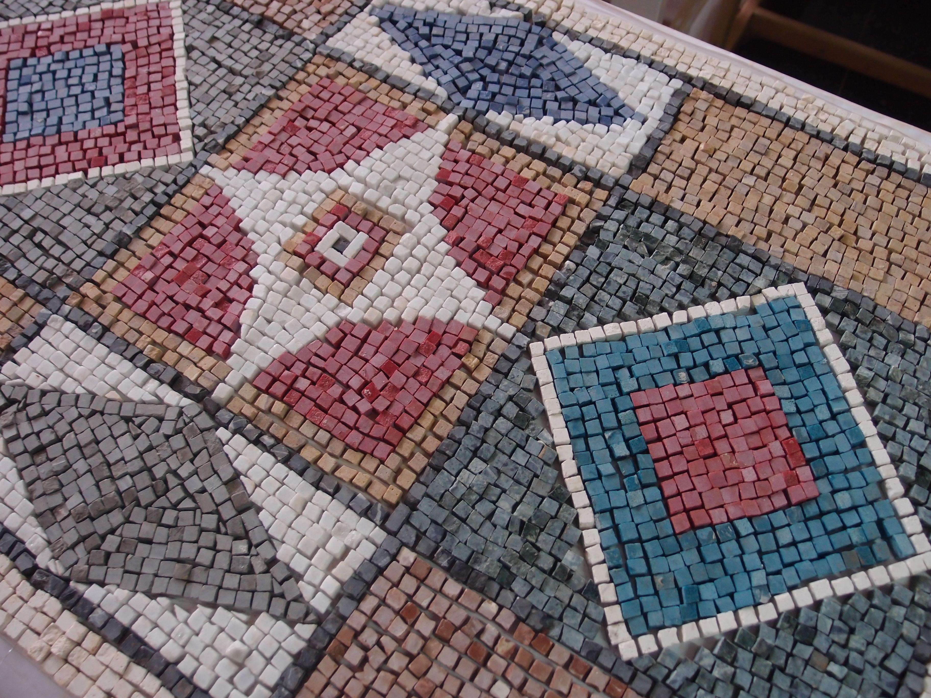 Mosaico romano de teselas de piedra de colores realizado - Mosaicos de colores ...