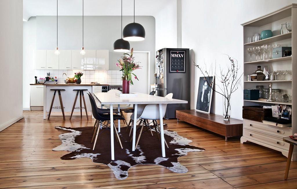 Kuchnia Polaczona Z Jadalnia To Ogromna Przestrzen Ktora Jak Cale Mieszkanie Przesiaknieta Jest Moda Na Niskiej Mahon Home N Decor Interior Home And Living