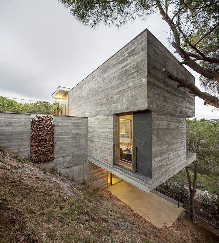 Steep Slope House Design Goes Vertical Just Like Trees: Pin By Netta Mandel On ArchiTecture
