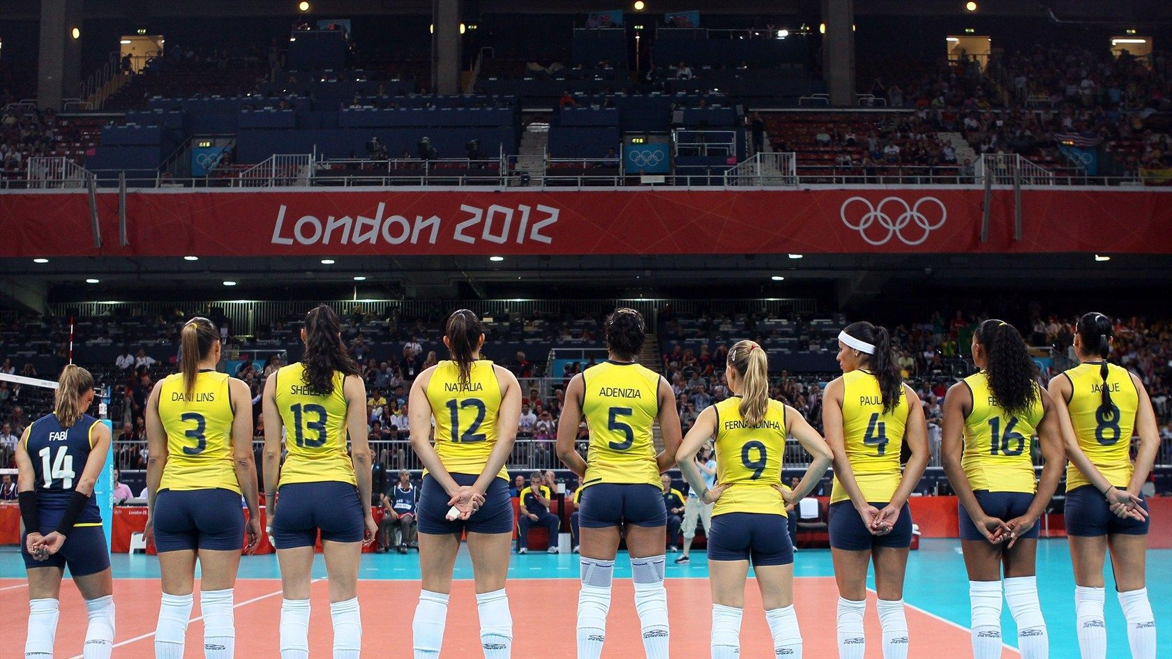 Brazil Lines Up Prior To Playing Against United States Brazil Lines Up Prior To Playing Against United States Du Volei Feminino Volei De Quadra Feminino Volei