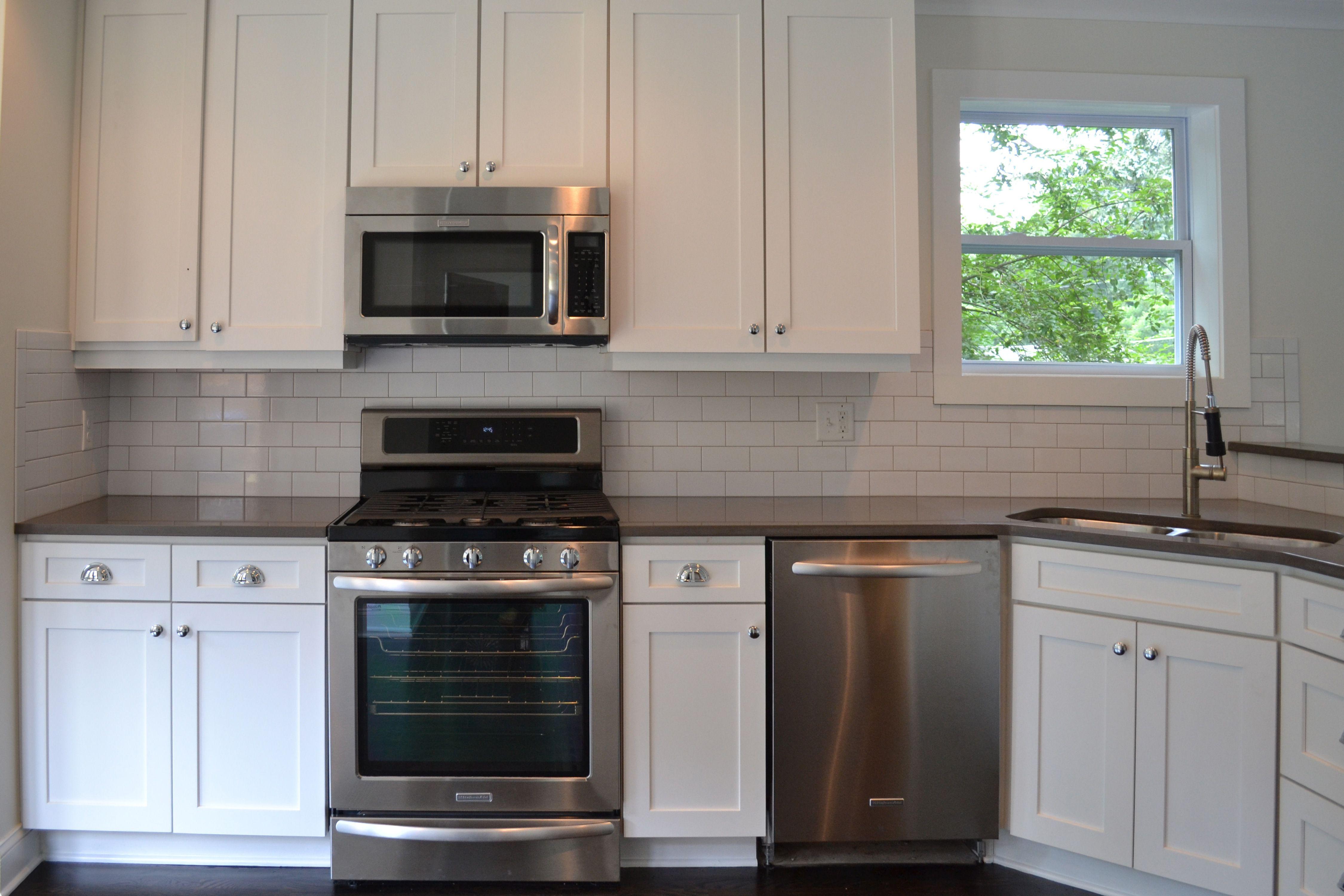 Quartz Backsplash Perfect Design Countertops   Subway Tle Vision Pointe Homes