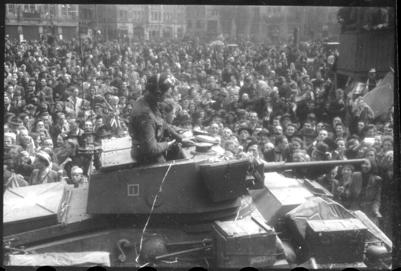 May 8, 1945. Canadian troops on Dam Square in Amsterdam. Photo AHF Collectie IISG / Ben van Meerendonk. #amsterdam #worldwar2