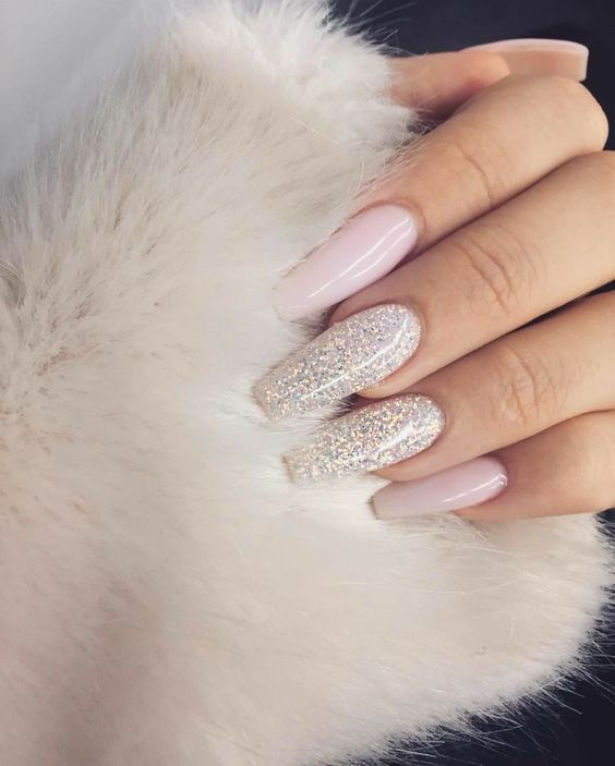 Are you looking for gold silver white bling glitter wedding nails? See our collection full of gold silver white bling glitter wedding nails and get inspired! #NaturalNails