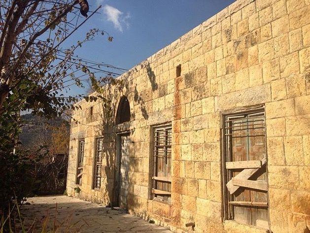 من البيوت العتيقة في جزين جنوب لبنان Photo By Bouchra Hmayed Old Houses Structures House