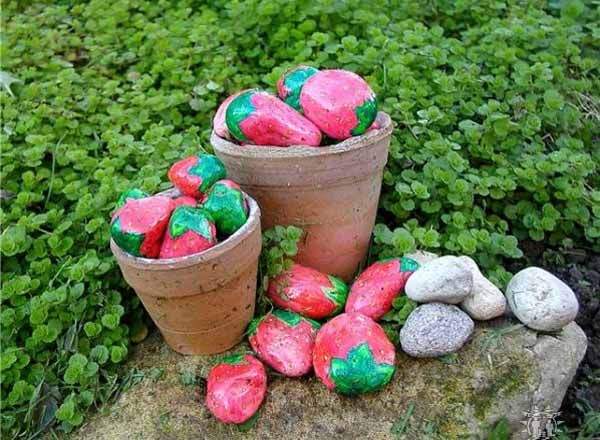 Painted Rocks for Artistic Yard and Garden Designs, 40 Cute Rockpainting Ideas is part of Garden design, Garden, Garden crafts, Rock garden, Painted rocks, Garden art - Painted rocks give unique accents to creative garden designs