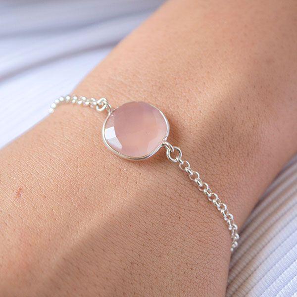60ef7bf83b49 Pulsera de cadena con piedra natural. Cuarzo rosa facetado en cadena rolo de  Plata de Ley. Cadena
