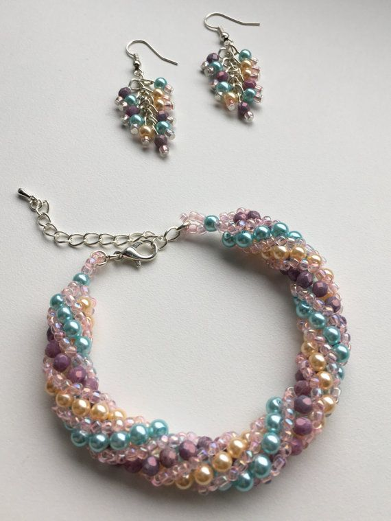 Set bracelet and earrings made of glass beads