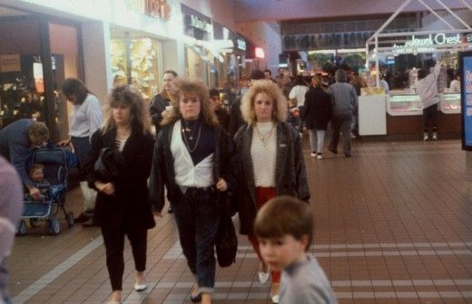 13 Slammin' Pictures From A Shopping Mall In 1990