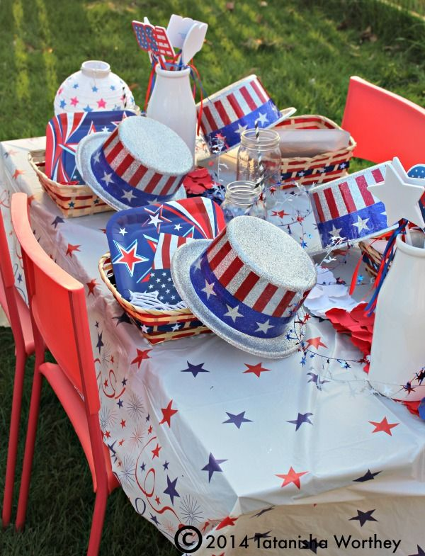 Frugal Patriotic Table Decor Ideas Memorial Day And 4th Of July Holiday Table Decorations Table Decorations Patriotic Centerpieces