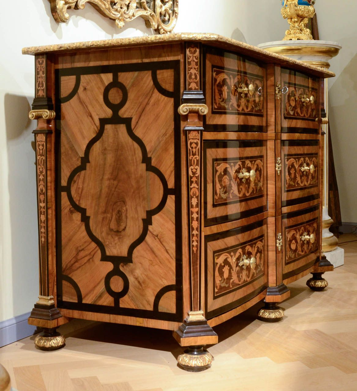 18th Century Commode in Marquetry and Veneer Ebony Wood