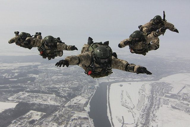 Reddit - MilitaryPorn - SSO Russian Army HALO jump [900x600