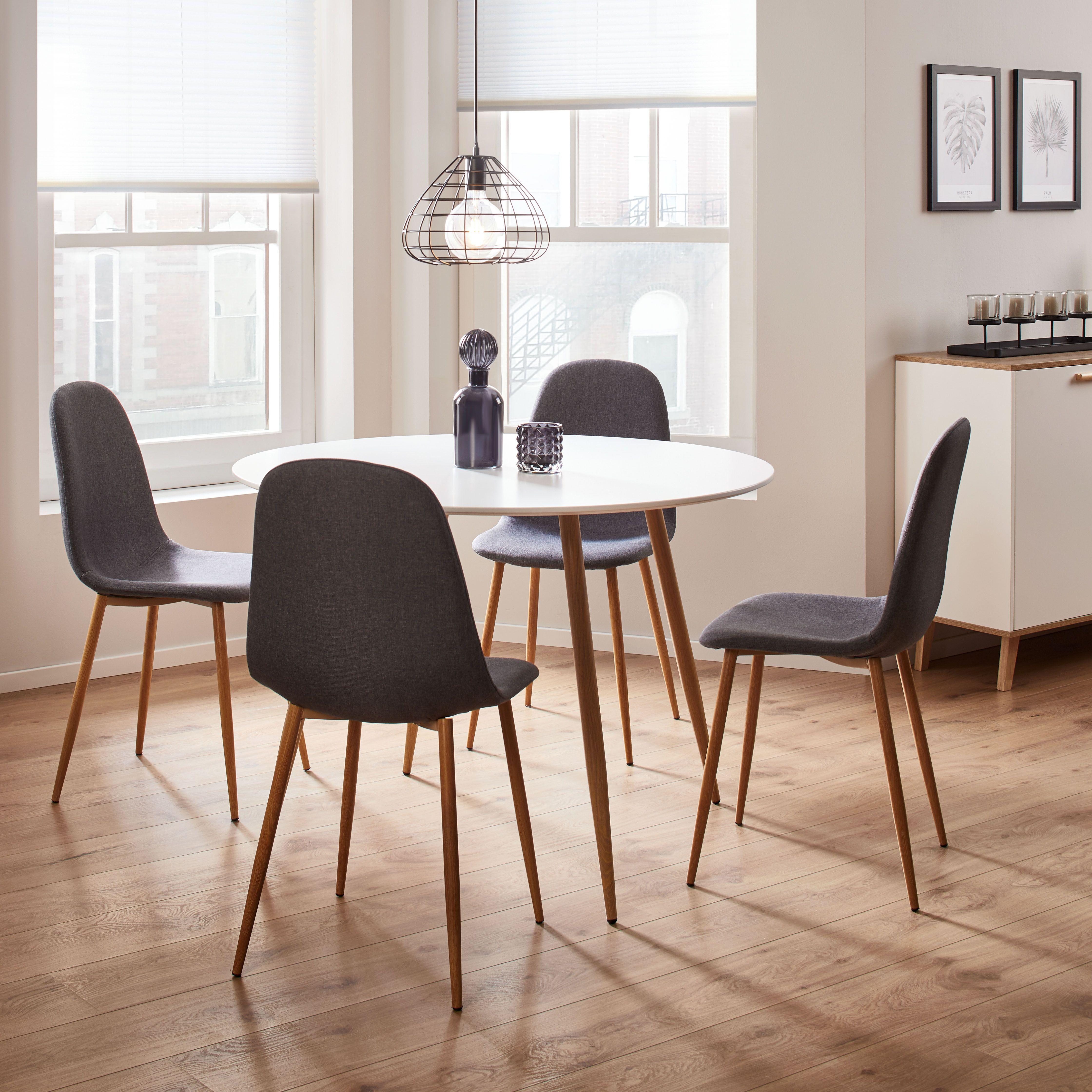Esstisch John Dieser Artikel Ist Nur Online Erhaltlich Dieser Runde Esstisch In Weiss Bietet Ihnen Einen A In 2020 Painted Dining Table Dining Table Dining Room Decor