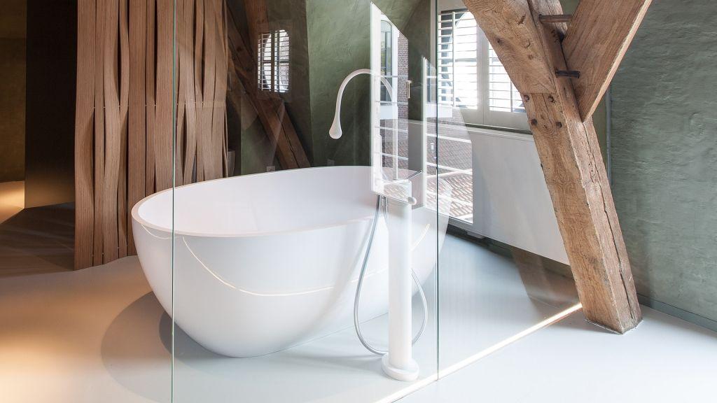 Freistehende Badewanne unter dem Dach #design #loft ... | {Freistehende badewanne grundriss 71}