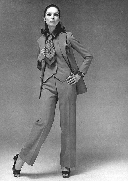 a85ef2c131 Tailleur pantalon avec gilet, par Yves Saint Laurent (1967) | vogue ...
