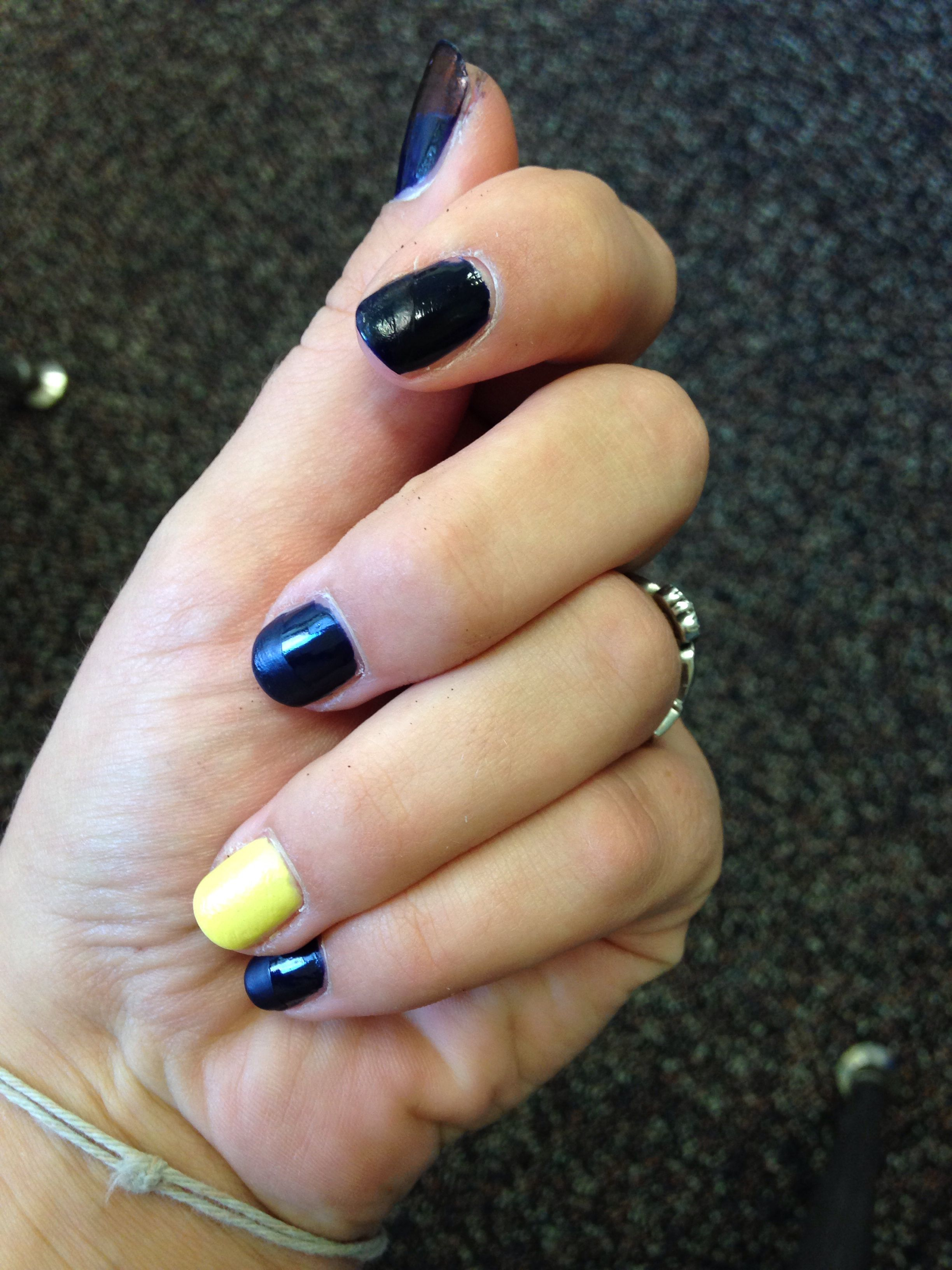 Easy blue and yellow matte nails.
