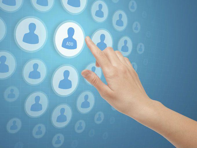 Si somos más de 721 millones de usuarios de Facebook en el mundo, no es para sorprendernos que esta red social se convierta en un punto de estudio para sociólogos, comunicólogos y antropólogos.   Este año salieron a la luz un sinfín de estudios sobre la manera en que nos comunicamos a través de Facebook, cómo afecta nuestras relaciones interpersonales, nuestra vida diaria y nuestro estado de ánimo.