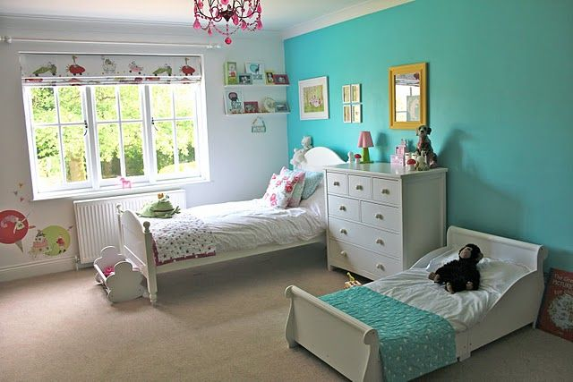 If I ever had a girl I would love to use turquoise and pinks in her room.