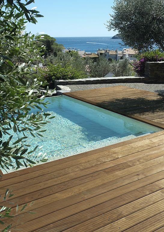 Une jolie terrasse en pin maritime de la marque hylor, associée à ...