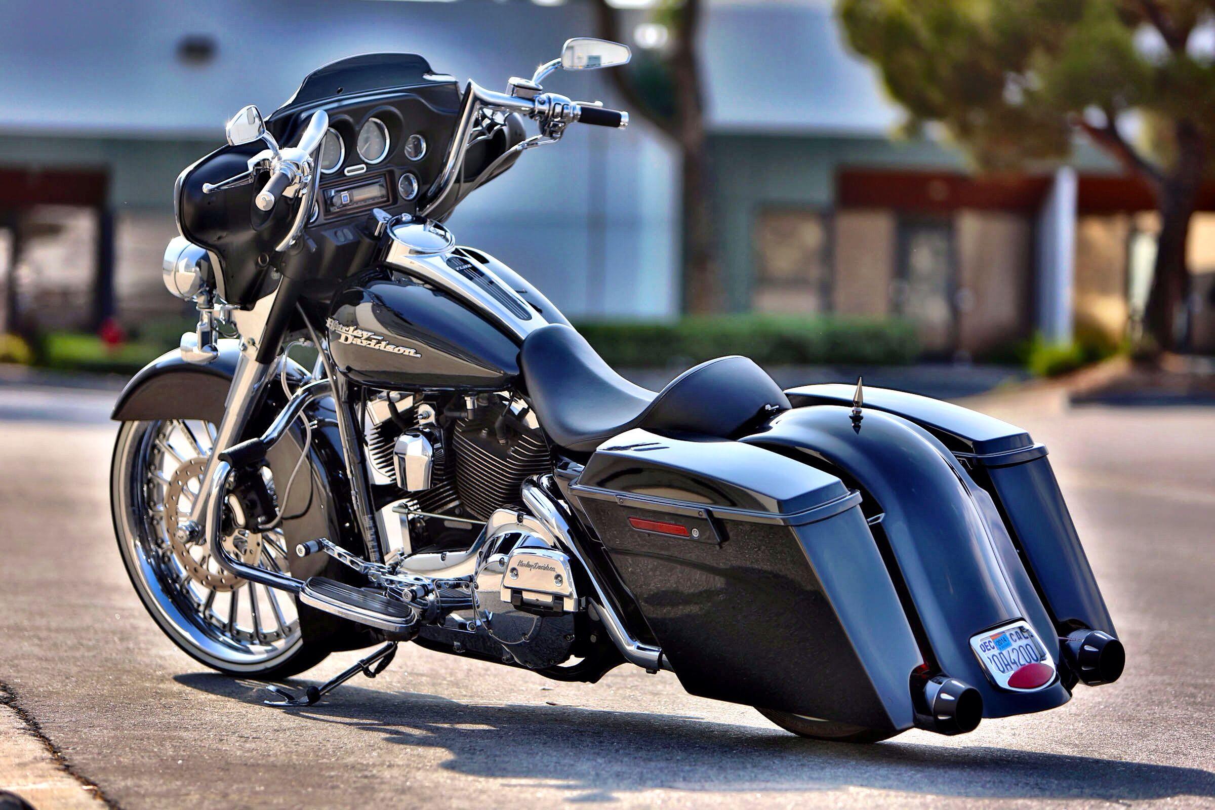 "Customer ride: street glide with 23"" wheel and custom bags ..."