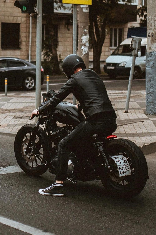 Harley Davidson Sportster Iron 883 Custom Rider Helmet Modifiedx Harleydavidsonchoppers Dengan Gambar Custom Bike Motor Jalanan Mobil