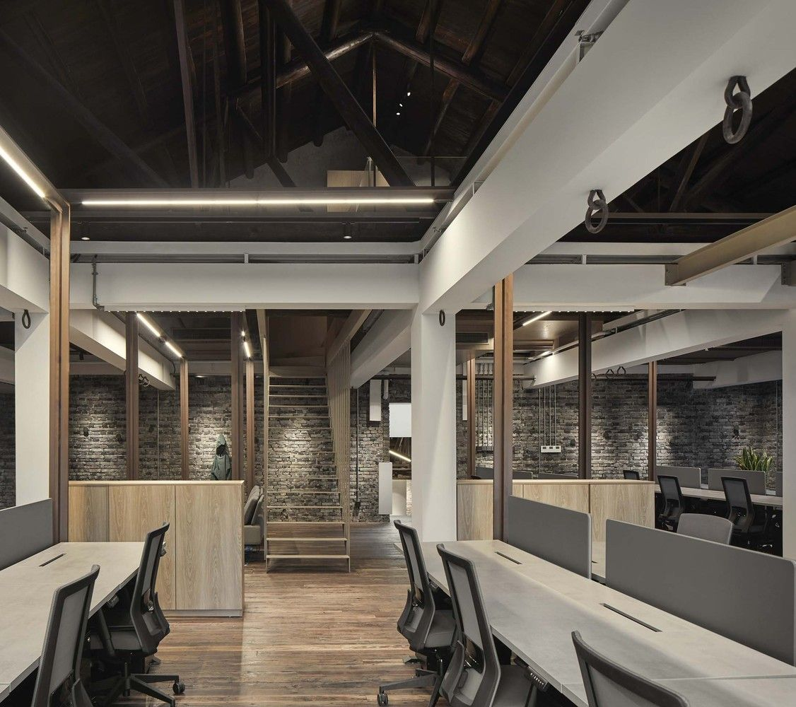 Gallery Of Canada Goose Shanghai Office Roomoo 23 In 2020 Corporate Interiors Renovations Office Design