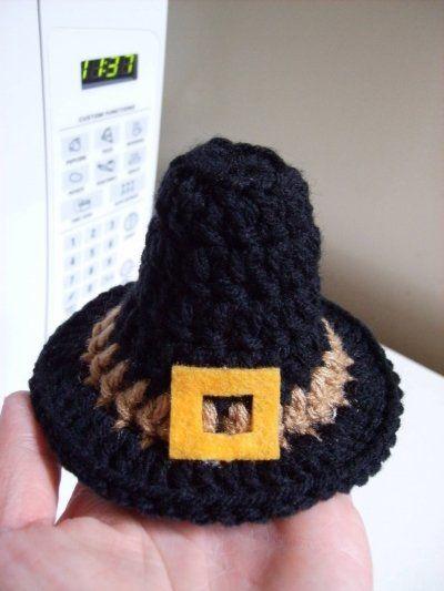 Free Pilgrim Hat Pincushion Crochet Pattern - for the cat