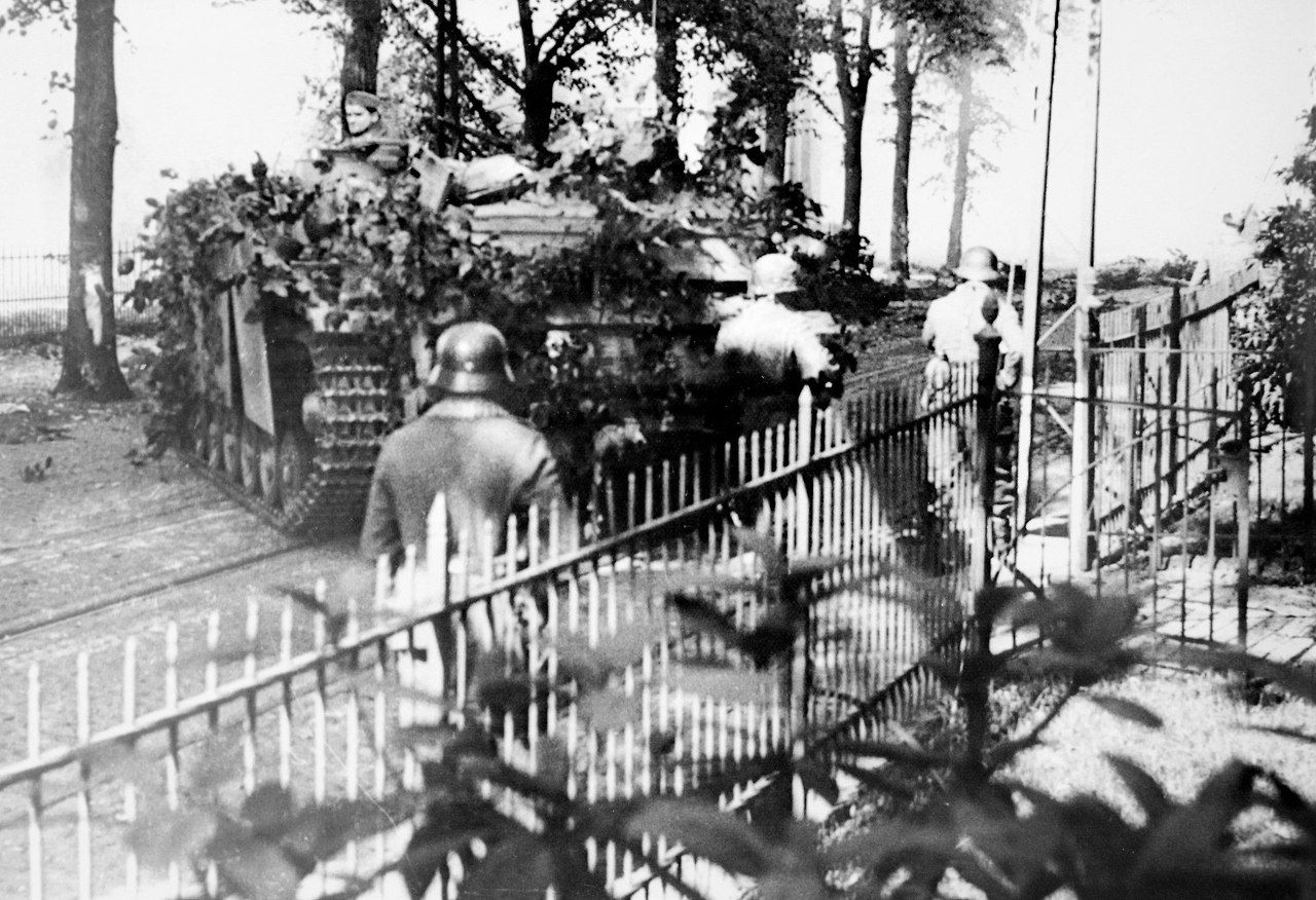 """theoldarmor: """" German troops and SPGs during battle with British in Arnhem, September 1944. Source: https://vk.com/wall-112964810_86127 """""""