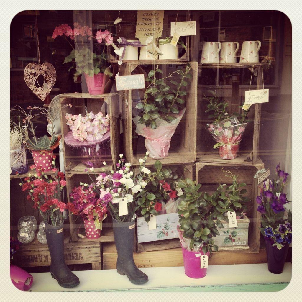 Best 25+ Florist Window Display Ideas On Pinterest