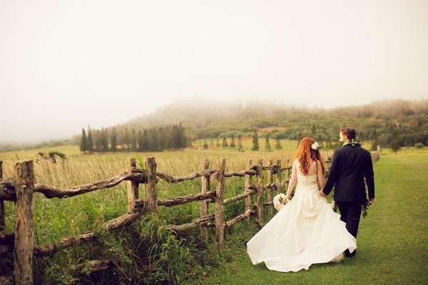 bride and groom walking in Hawaiian field - Anna Kim Photography