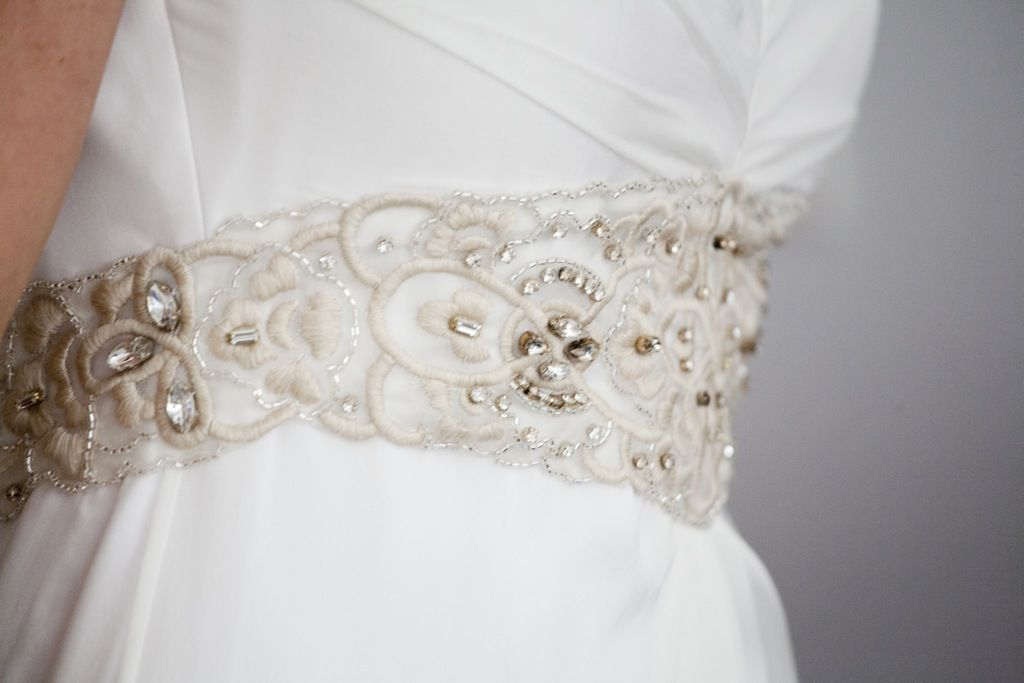 aplicaciones bordadas para vestidos - buscar con google | detalles
