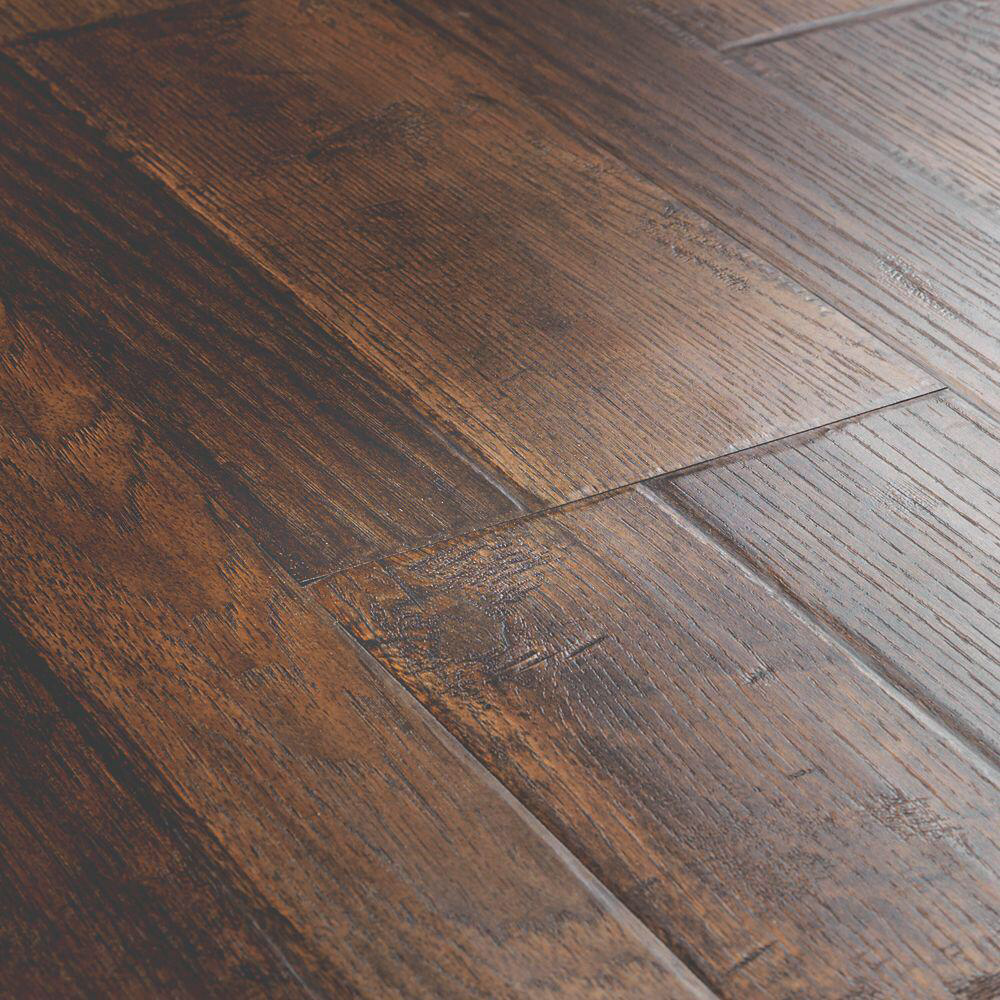 Pergo Outlast Somerton Auburn Hickory 10mm Thick X 7 1 2 In Wide X 47 1 4 In Length La Vinyl Laminate Flooring Wood Floors Wide Plank Wood Laminate Flooring